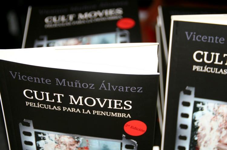 Cubierta de 'Cult movies: películas para la penumbra'