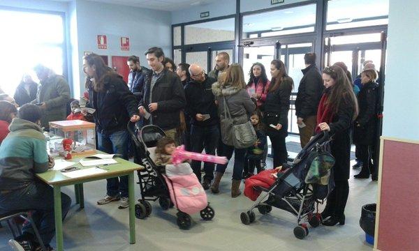 Votación en uno de los colegios de Vallecas (Foto: JM Villa de Vallecas)