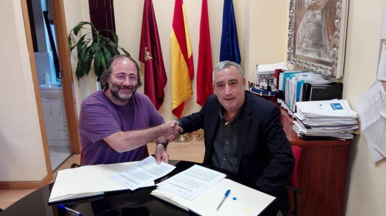 Enrique Villalobos, presidente de la FRAVM, y Francisco Pérez, concejal presidente de la Junta de Distrito de Vallecas