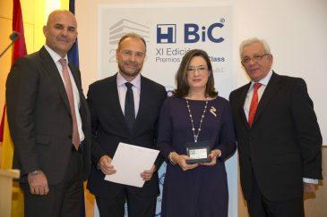 Carmen Pantoja junto a Jesús Sánchez y Julio Zarco (Foto: Hospital Infanta Leonor)