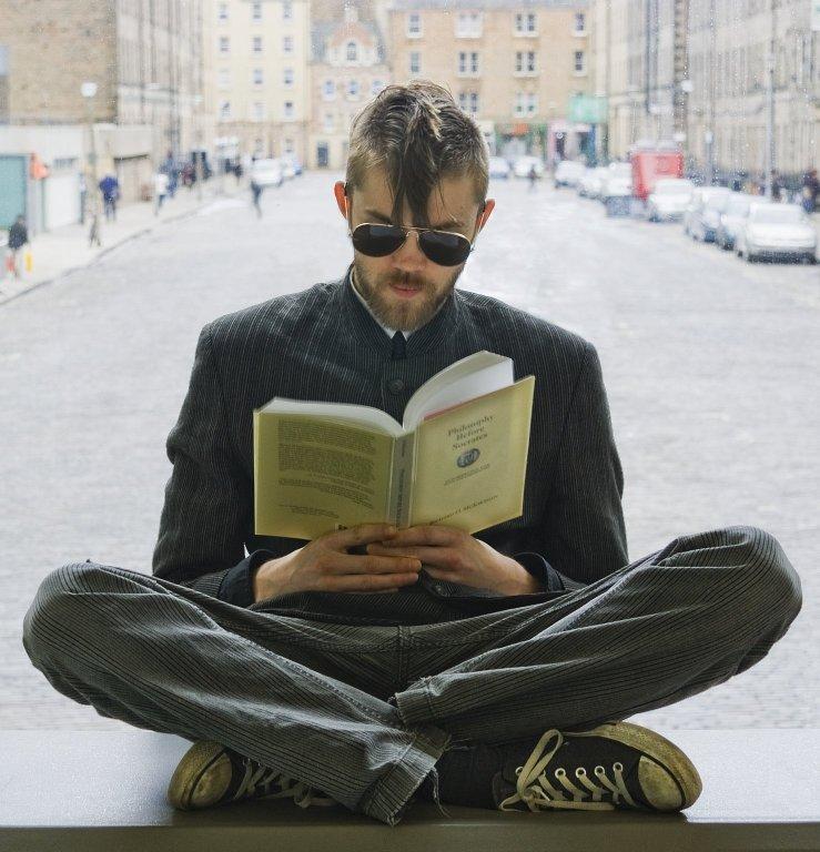 """Participa en el concurso """"""""Gente leyendo en Vallecas"""" (Foto: Flickr)"""
