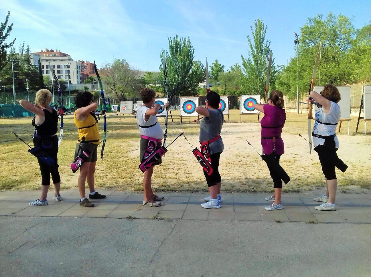 Tiro con arco para pacientes operadas de cáncer de mama (Foto: Madrid Salud)