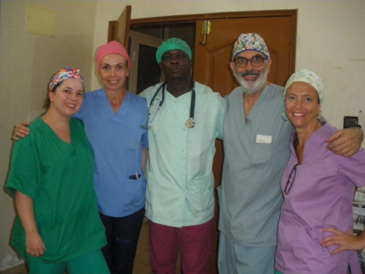 Profesionales de Ginecología en una campaña de cooperación en octubre