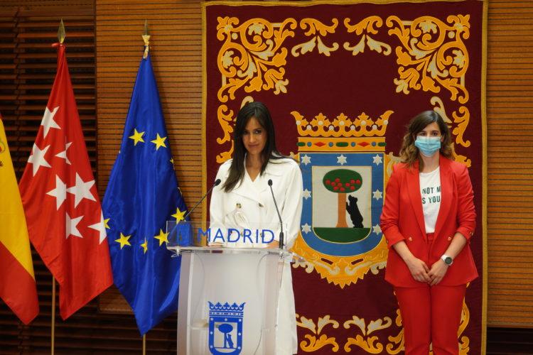 La vicealcaldesa de Madrid, Begoña Villacís, y la concejala delegada del Área de Deporte, Sofía Miranda.
